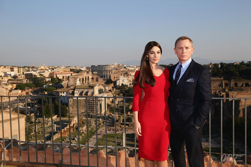 Daniel Craig and Monica Bellucci in Rome overlooking the Forum